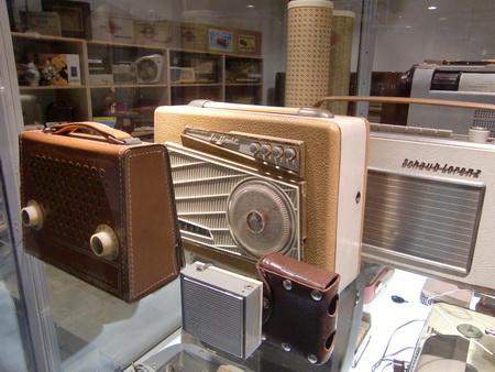 Schöne alte Kofferradios