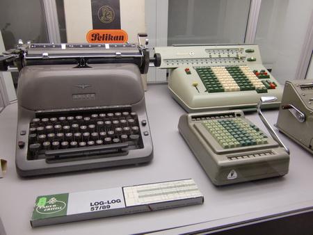 Computer-Vorgänger, mit Rechenschieber musste ich in der Schule auch noch arbeiten